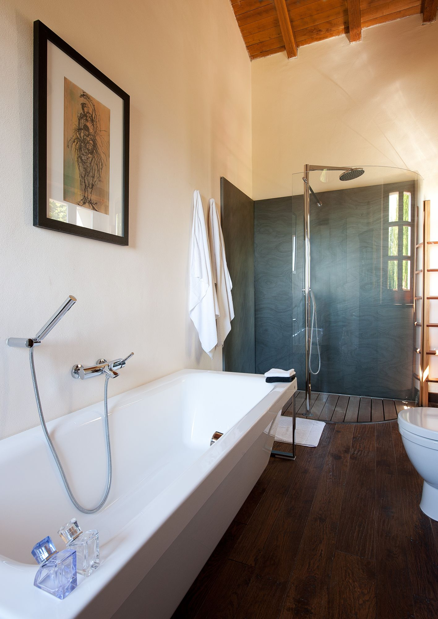 Upstairs en suite bathroom...